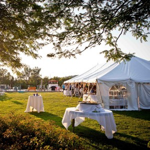 Holiday Inn Outdoor Wedding - JMH Photography. Photo: Courtesy of Holiday Inn